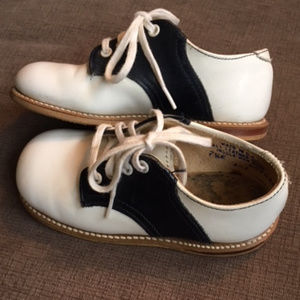 14adf892b09f3 Other - Toddler Boys White and Navy Saddle Shoes